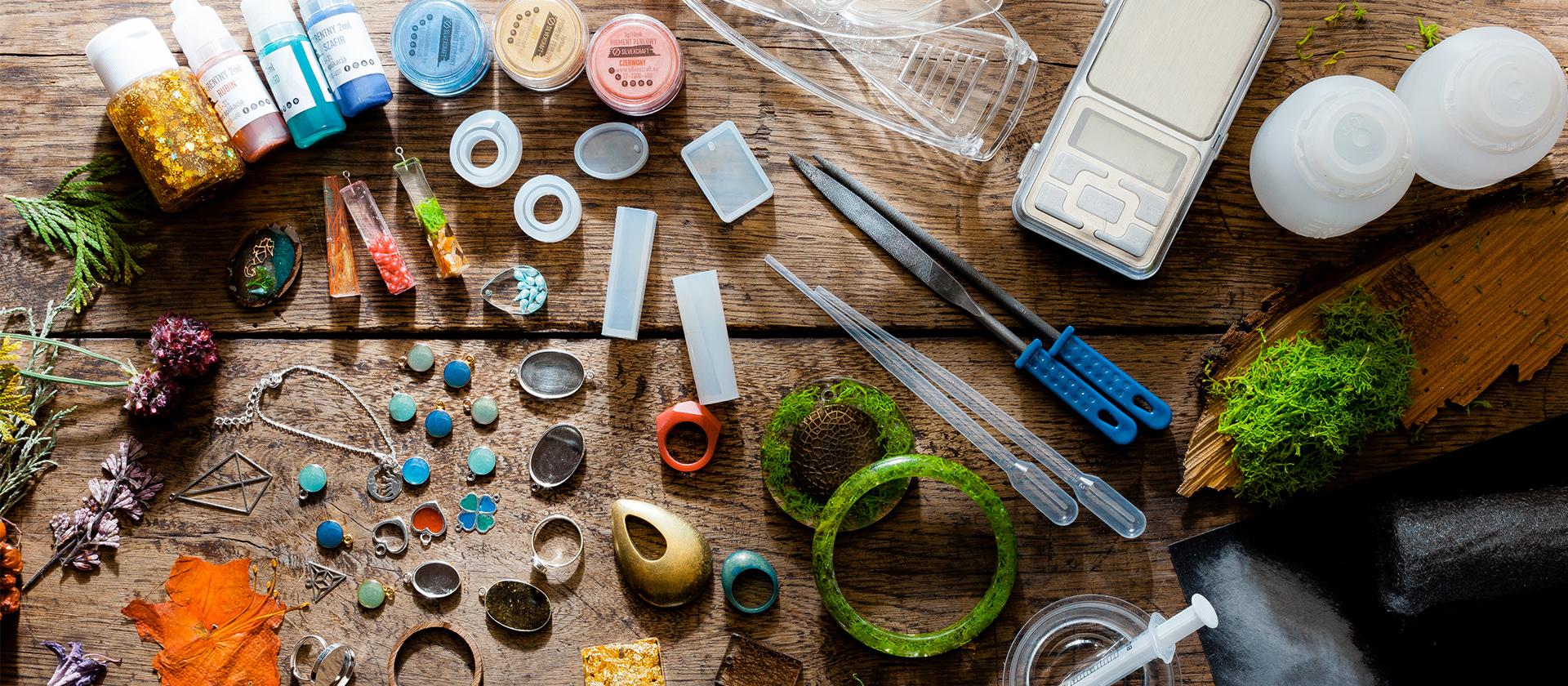 tworzenie biżuterii z żywicy