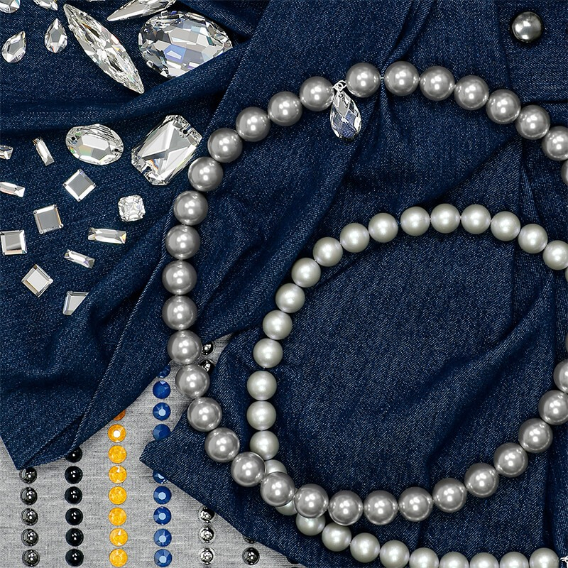 An example of application with Swarovski crystals and pearls