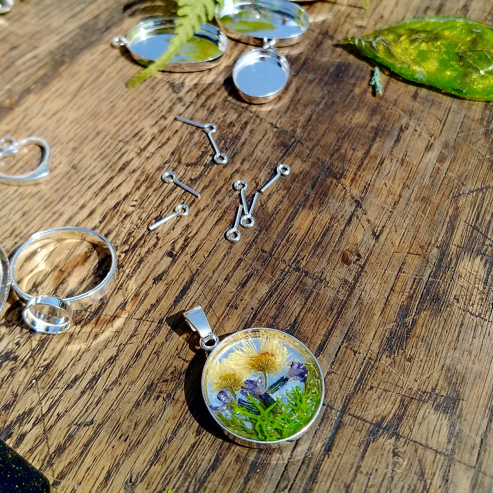 EPOXY RESIN SILVER PENDANT
