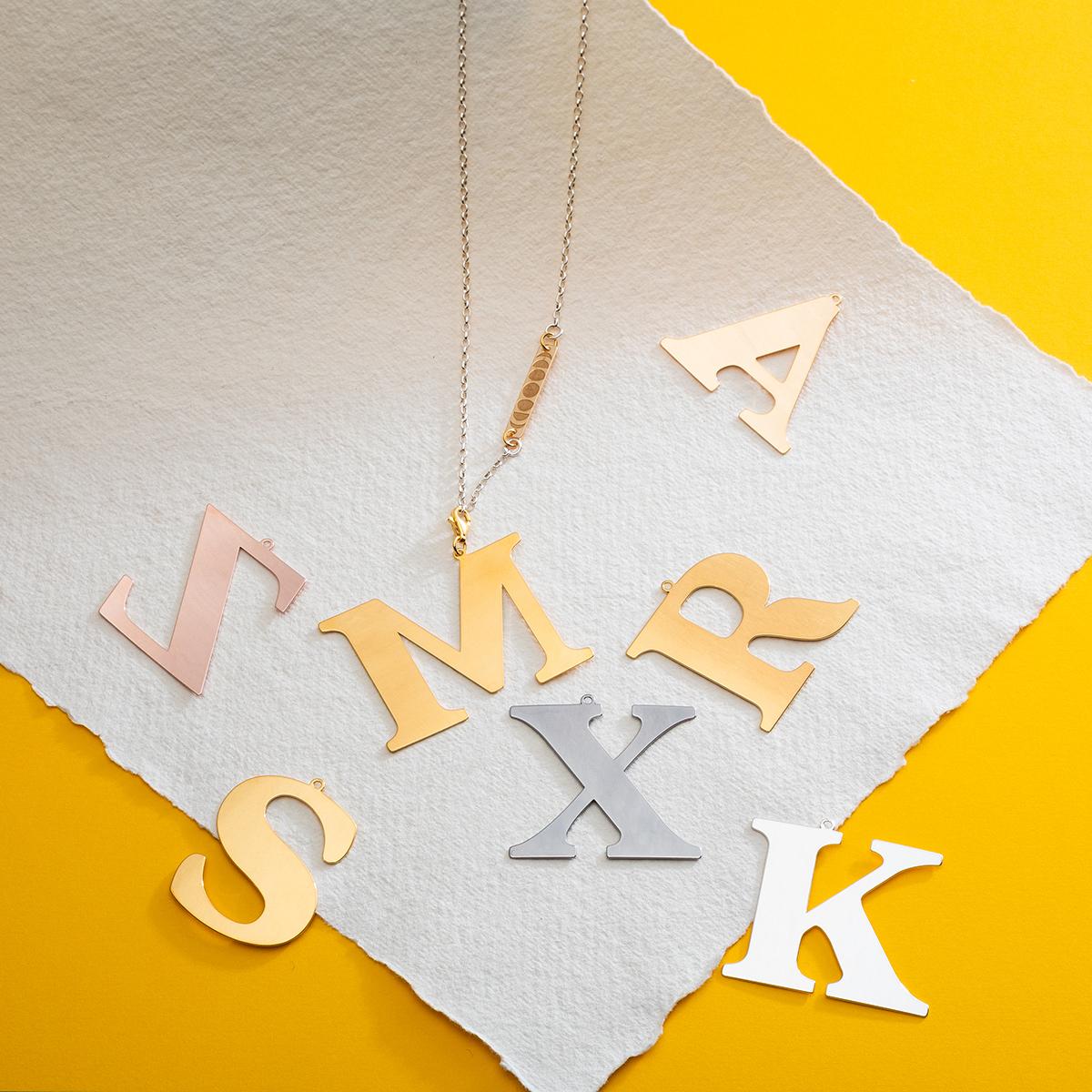 naszyjniki z literami